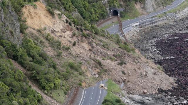 1000 de cutremure si 100.000 de alunecari de teren in ultimele ore in Noua Zeelanda. Imagini surprinse din elicopter