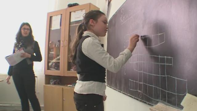 Luni, elevii vor afla cate ore isi pot petrece facand temele in afara scolii. Schimbarile pregatite de ministrul Educatiei