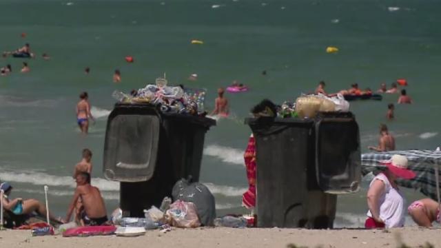 Plajele au devenit de 7 ori mai murdare decat erau in luna aprilie. Care sunt cele mai afectate zone