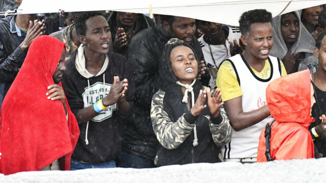 Comisia Europeană, nemulțumită de propunerea lui Donald Tusk ca UE să renunțe la cotele obligatorii de refugiați