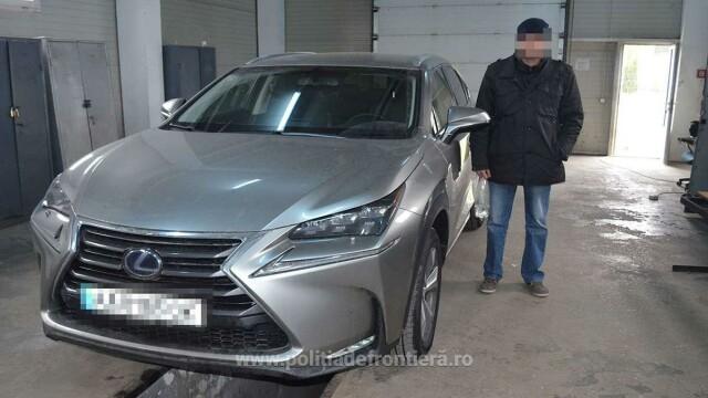 Lexus din Ucraina, oprit la frontieră. Ce au găsit poliţiştii în maşină