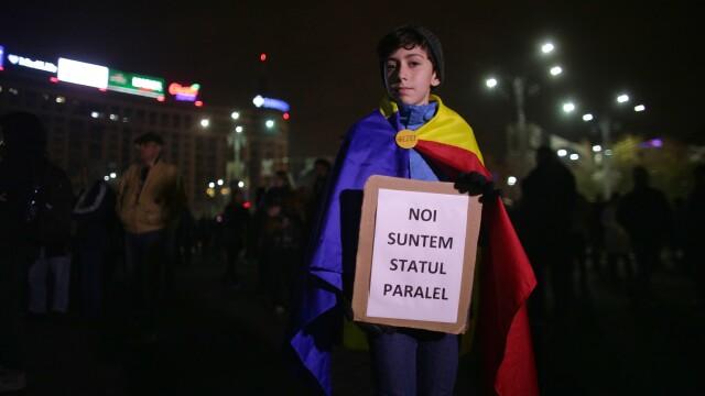 Noi proteste în România. 200 de oameni în Piața Victoriei, mii de persoane în toată țara