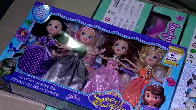 Vameșii din Portul Constanța au confiscat mii de jucării contrafăcute și periculoase