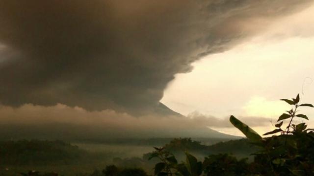 Alertă în Bali, din cauza unui vulcan care a erupt de două ori în ultima săptămână