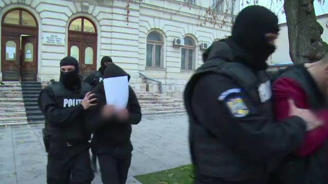 Trei tineri din Vaslui au ajuns după gratii pentru trei telefoane. Fapta comisă cu poliția pe urmele lor