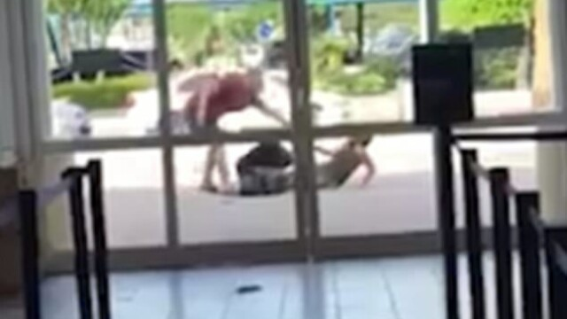 Bătută în faţa aeroportului de iubit pentru că nu l-a lăsat să îşi facă un selfie. VIDEO