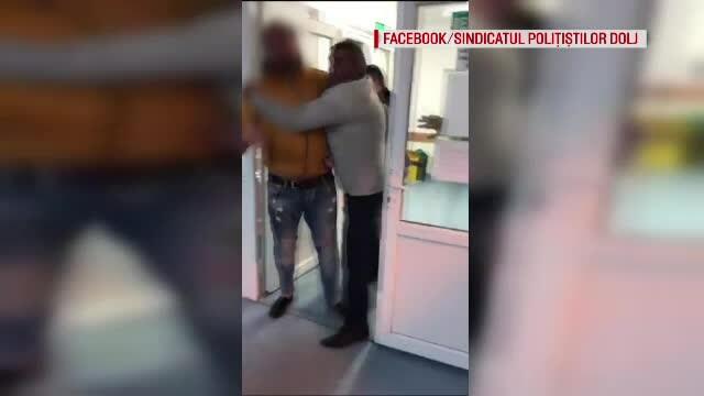 Un tânăr a atacat un polițist, în spital, pentru că îl filma