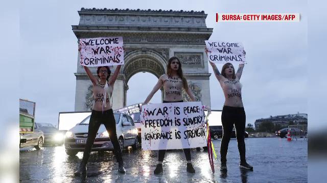 Trei activiste Femen au protestat la Paris față de \