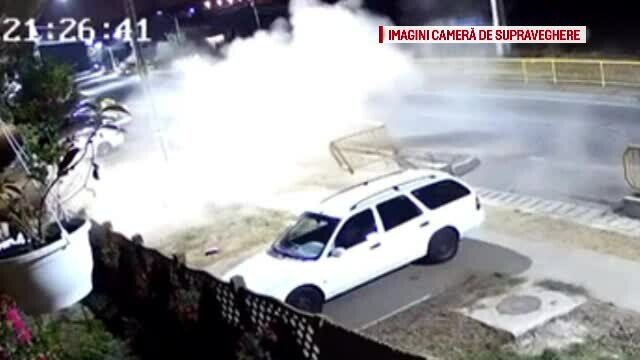 Imagini spectaculoase. Momentul în care un șofer pierde controlul mașinii într-o curbă