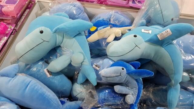 Scandal într-un magazin din cauza delfinilor de pluş cu \