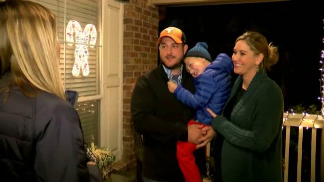 Și-au decorat casa de Crăciun, pentru fiul bolnav, însă un hoț a furat totul. Ce a urmat