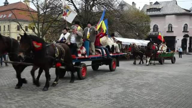 10 căruțe cu peste 100 de oameni au plecat din Baia Mare pentru a reface drumul Marii Uniri