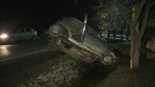 """O șoferița s-a răsturnat cu mașina """"din cauza medicamentelor"""". Ce le-a spus polițiștilor"""