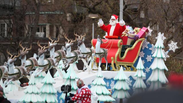 O fetiţă din Canada a murit strivită de o platformă în timpul unei parade de Crăciun