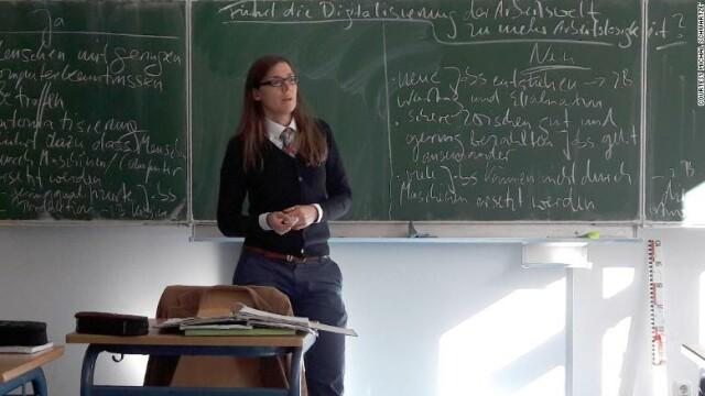 Profesoara hartuita la scoala