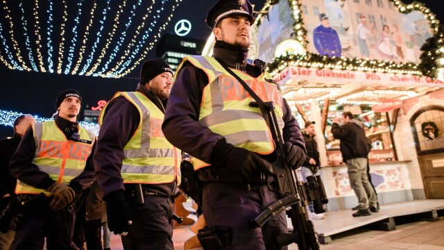 politie la un targ de Craciun din Germania