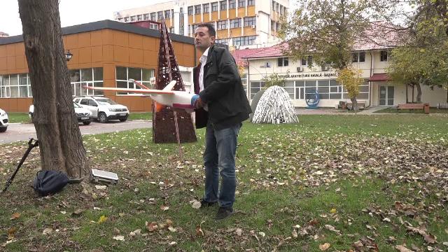 Premieră mondială. Un român a construit o dronă pe care a ghidat-o deasupra Carpaților - Imaginea 4