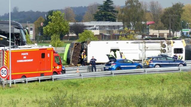 Un autocar cu 33 de pasageri s-a răsturnat în Franța. Printre răniți se află și români