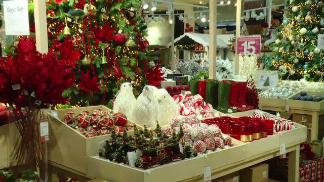 Românii care cumpără de Black Friday cadourile de Crăciun. \