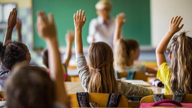 Elevii intră oficial în vacanța de iarnă. Programa școlară pentru 2020