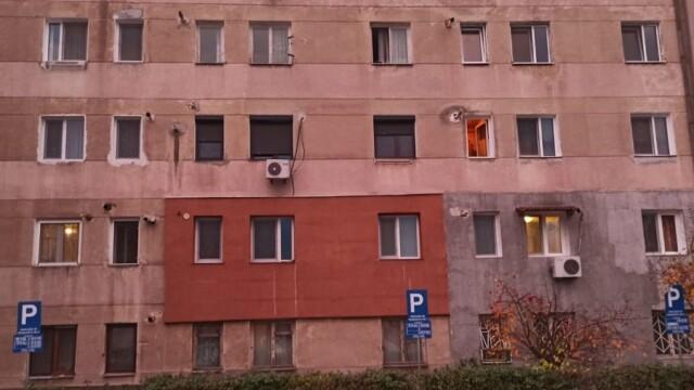 Prăpăd în Hunedoara. O vijelie a lăsat fără acoperișuri mai multe clădiri - Imaginea 2