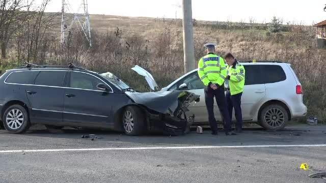 Șofer în stare gravă după ce a intrat pe contrasens. A fost proiectat într-o altă mașină