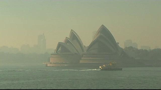 Imagini apocaliptice în Sydney. Orașul, acoperit de fum după incendiile recente - Imaginea 1