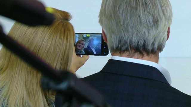 Ce făceau Firea și Teodorovici în timp ce Dăncilă se plângea de Iohannis. VIDEO - Imaginea 1