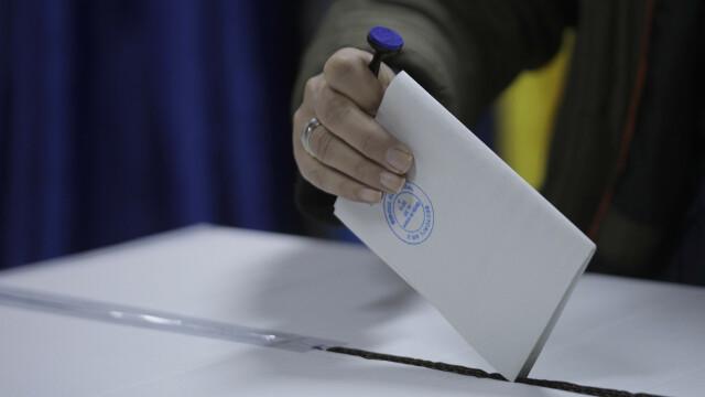 Românii votează în secțiile de votare din țară pentru alegerile prezidențiale 2019, turul 2 - 6