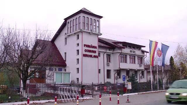 """Alegeri într-una dintre cele mai bogate comune din România: """"Să fim veseli, nu posomorâți"""""""