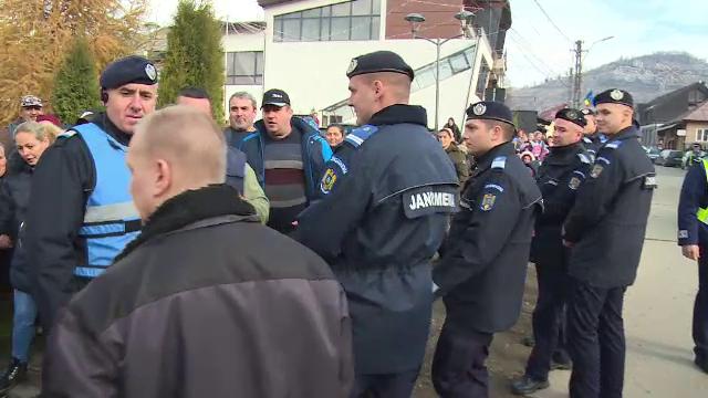 Proteste împotriva unui profesor din Bistrița. Părinții nu-și mai lasă copiii la școală