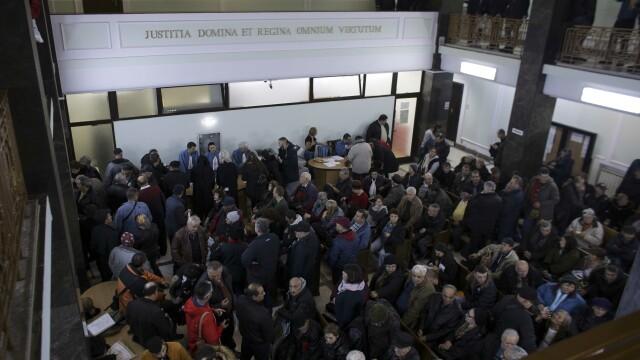 Dosarul Revoluţiei, amânat din nou. 31 de persoane implicate au murit