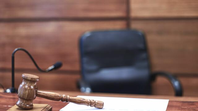 Medici şi asistente medicale din Vaslui şi Bacău, condamnaţi după ce au eliberat adeverinţe false