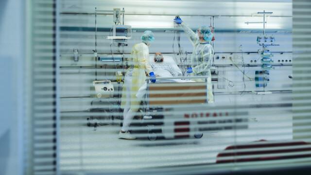 Cum reușesc medicii să facă față crizei locurilor de la ATI. Mărturia pacienților internați