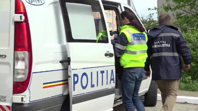 """Percheziții în București. Unifarm, păcălită să cumpere 1,2 milioane de măști """"periculoase"""""""