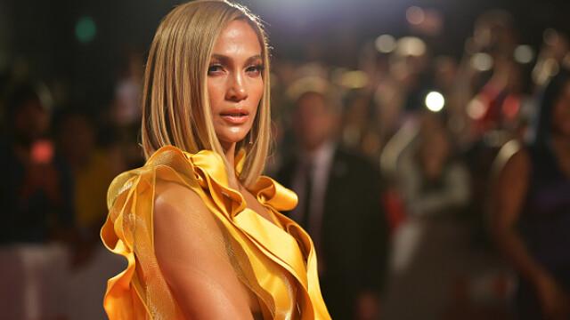 Jennifer Lopez și-a surprins fanii de pe Instagram, cu un fragment de videoclip în care apare dezbrăcată