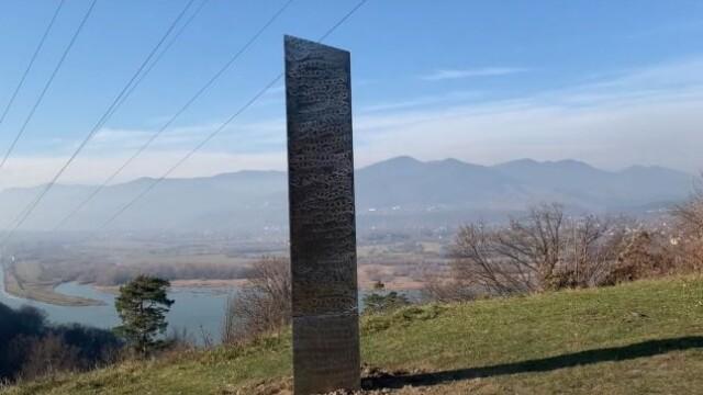 Un monolit metalic misterios a fost descoperit lângă o cetate dacică din România. Este similar celui din Utah