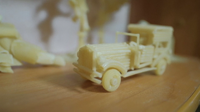 Un artist din Rusia creează adevărate opere de artă folosind ca materie primă spaghete