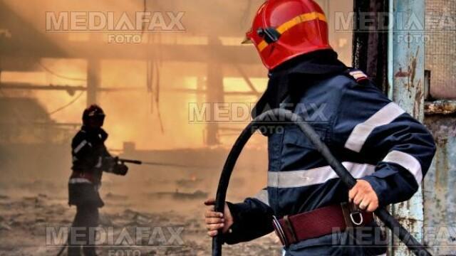 Pompierii s-au luptat cu flacarile mai bine de cinci ore