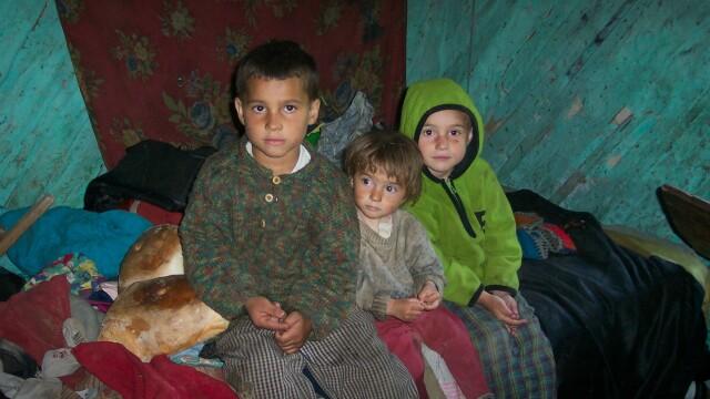 O noua sansa la viata! Trei copii scapati din saracia in care traiau