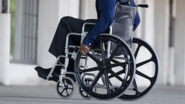 Persoanele cu paralizie, ignorate de autoritati. Legea care ii lasa pe dinafara pe suferinzi