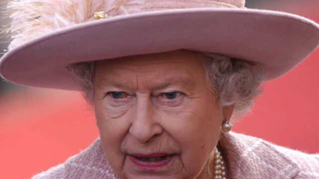 Regina britanica in vizita la \