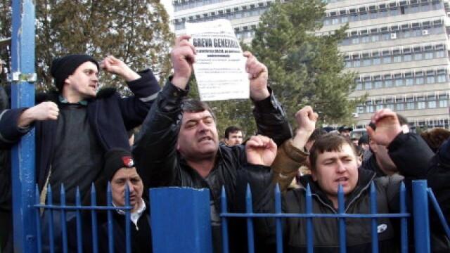 Profesorii din Federatia Spiru Haret intra in greva de avertisment