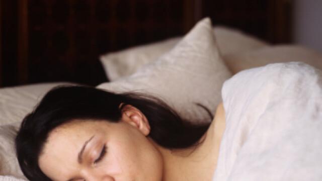 Femeile care dorm putin, predispuse la cancer mamar