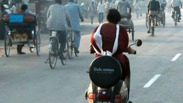 Femeile au INTERZIS pe motocicleta! In Palestina!
