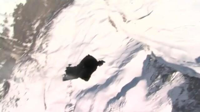 VIDEO! Curaj nebun! A sarit din elicopter fara parasuta si a supravietuit!