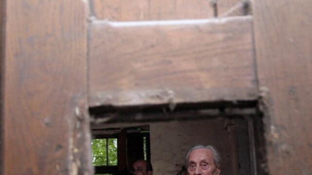 Fotografii de ARHIVA cu ultimul taranist autentic al Romaniei: Ion Diaconescu. Azi va fi inmormantat - Imaginea 6