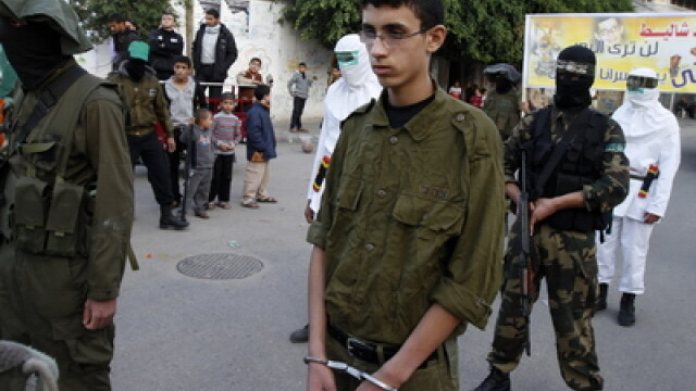 Schimb istoric de prizonieri. 1.027 de detinuti palestinieni pentru un militar israelian - Imaginea 7