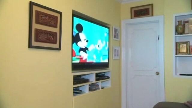 Televizorul, un pericol pentru cei mici. CNA va lansa un site cu sfaturi pentru parinti