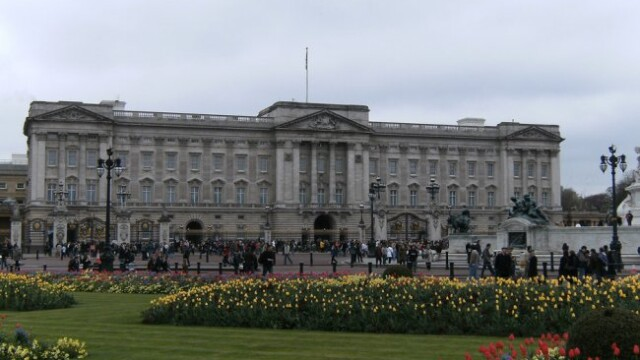 Cum vei putea ajunge sa dormi in Palatul Buckingham daca printul Charles va deveni rege